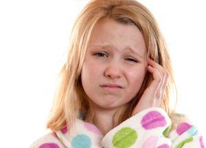 Чому сильно болить всередині вуха і що робити в цьому випадку