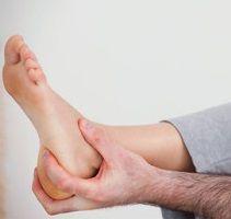 Чому виникає біль у п`яті, і як її лікувати?